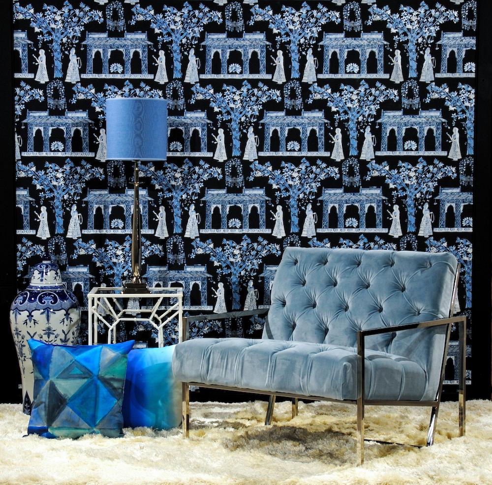 Van Roon living sale interieur stoel tagel lamp kussens blauw porselein keramiek